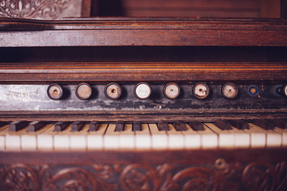 Public Domain Images - Old Organ Piano Black and White Keys Vintage Wood Rustic