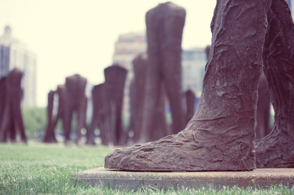 Public Domain Images – Agora Big Foot Iron Sculpture Brown Grass Statue Grant Park Chicago Artist Magdalena Abakanowicz